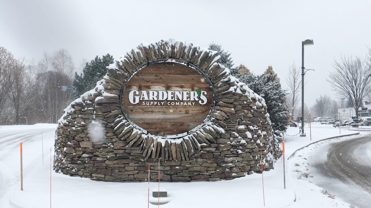 Gardener s supply buys longacres expands to lebanon nh vermont business magazine for Gardeners supply burlington vt