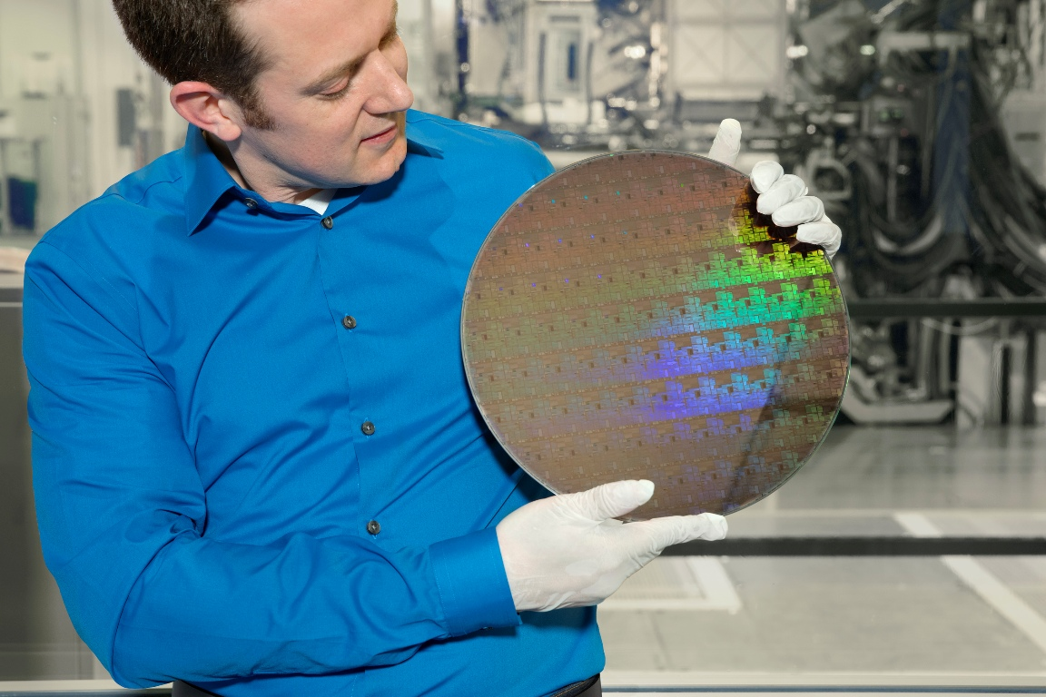 IBM researchers unveil first 5-nm chip